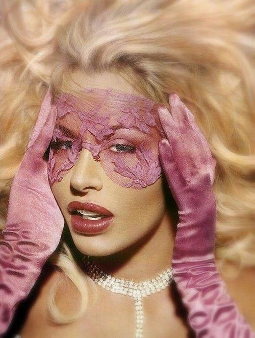 alianutus: Máscara   via Tumblr auf We Heart It. http://weheartit.com/entry/81668979/via/diane_careau