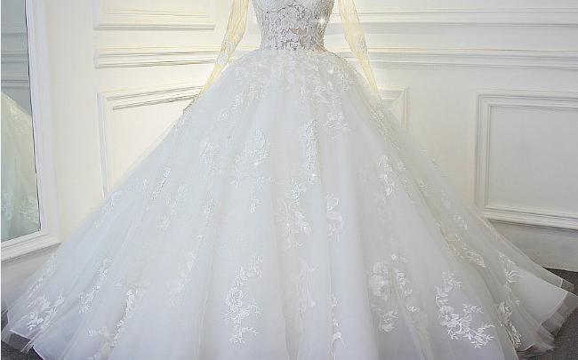 تفسير الفستان الابيض في الحلم للعزباء والمتزوجة بتفسير ابن سيرين Wedding Dresses Dresses Wedding