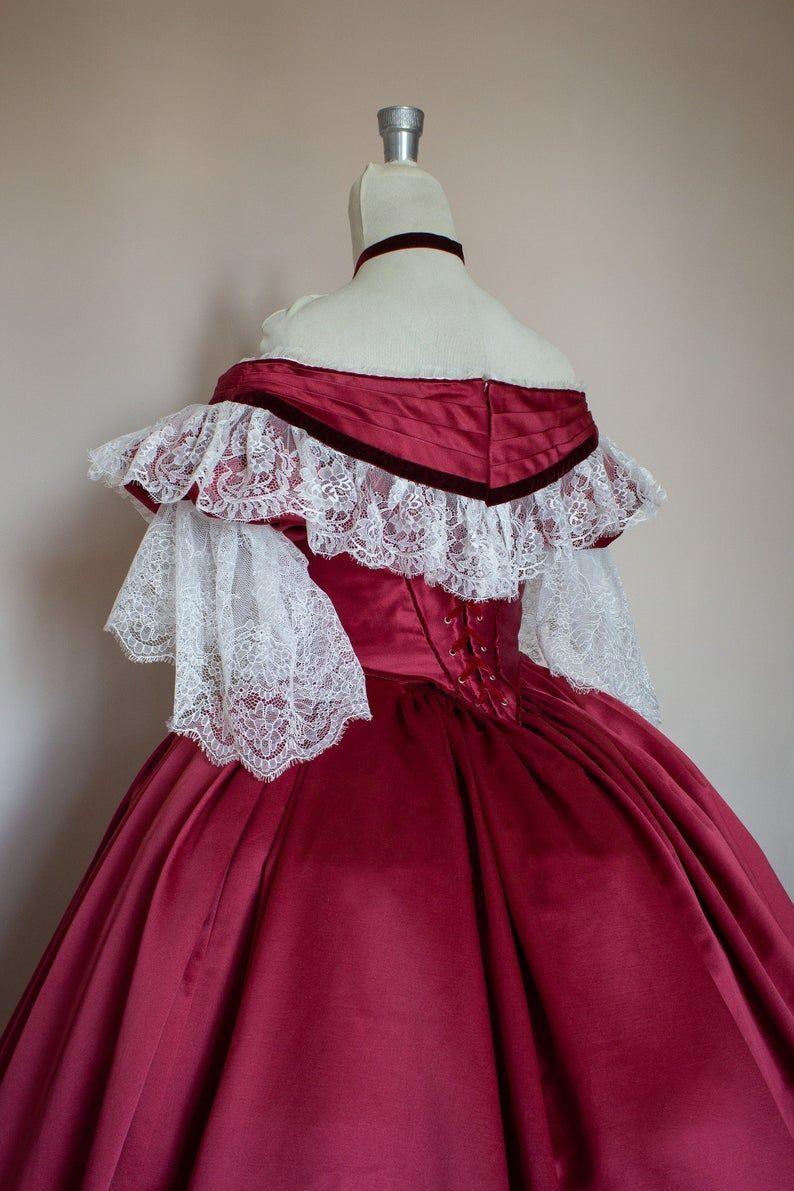 Abito Vittoriano Da Ballo Victorian Ball Gown In Raso Etsy Victorian Ball Gown Victorian Prom Dress Ball Gowns [ 1191 x 794 Pixel ]