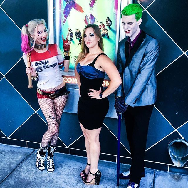 """That moment when your sister visits, and tries to get a """"nice family picture"""" 😂👌🏻 #suicidesquad #harleyquinn #joker"""