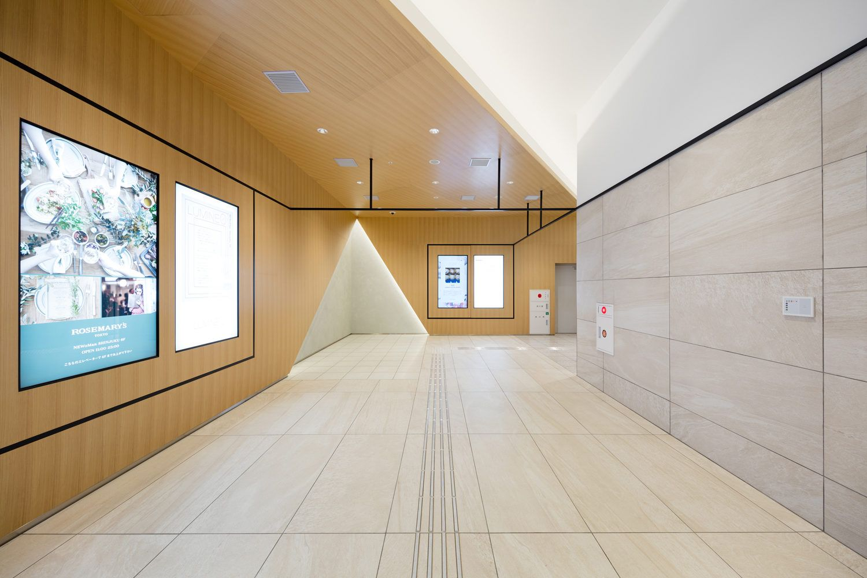 Junior hallway ideas  JR Shinjuku Station New South Area  sinato  Wayfinding Design