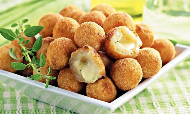 Como hacer un aperitivo fácil, rápido y económico para tus reuniones? Las bolitas de queso Gouda fritas son una receta de fritura muy apetitosa para un aperitivo acompañado de cerveza.  #Bolitas_de_Queso_Fritas #recetas #entrante #queso