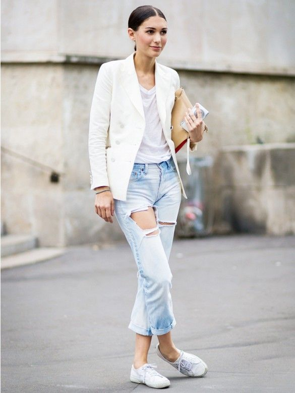 30befb1f6e4 Wear a white t-shirt with a white blazer, distressed boyfriend jeans, white