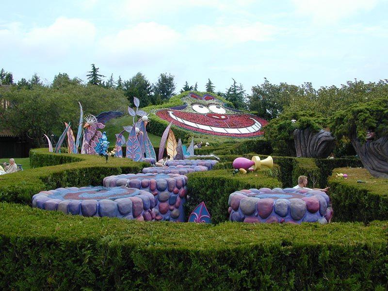 Alice S Curious Labyrinth At Disneyland Paris Disneyland