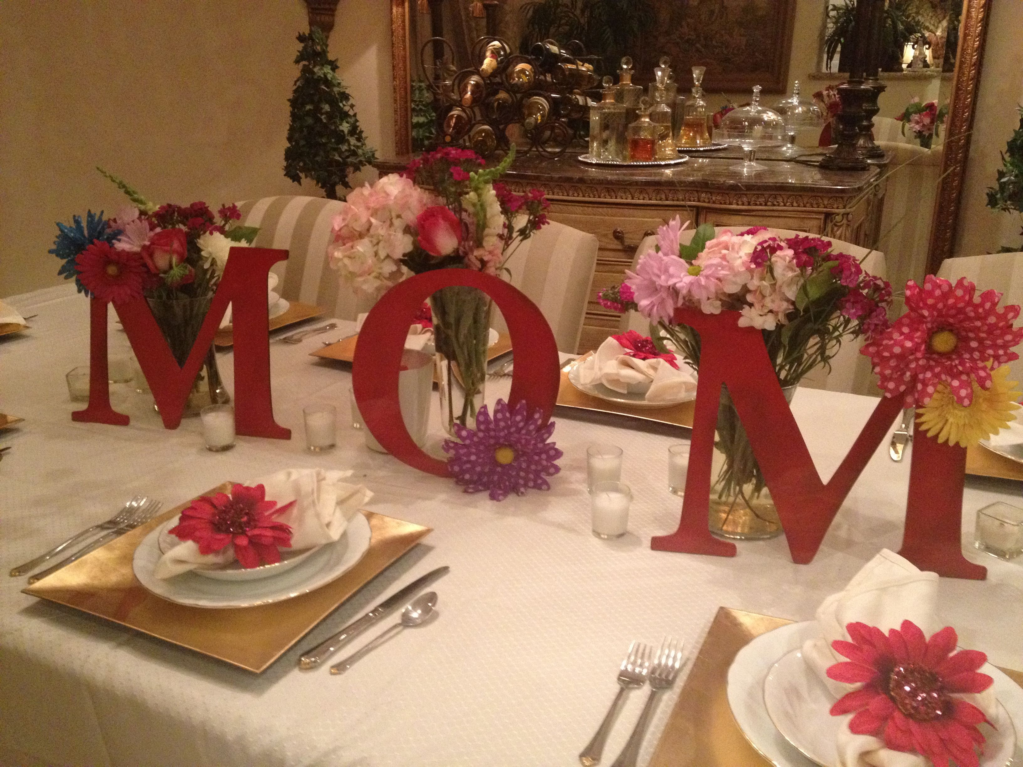 Mother's Day Dinner Table Decoration