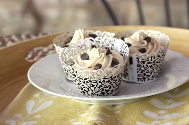 chocolate chai cupcakes with vanilla chai buttercream | forgiving martha