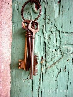 Dusty mint | worn-out paint, door, rusted keyring, old keys