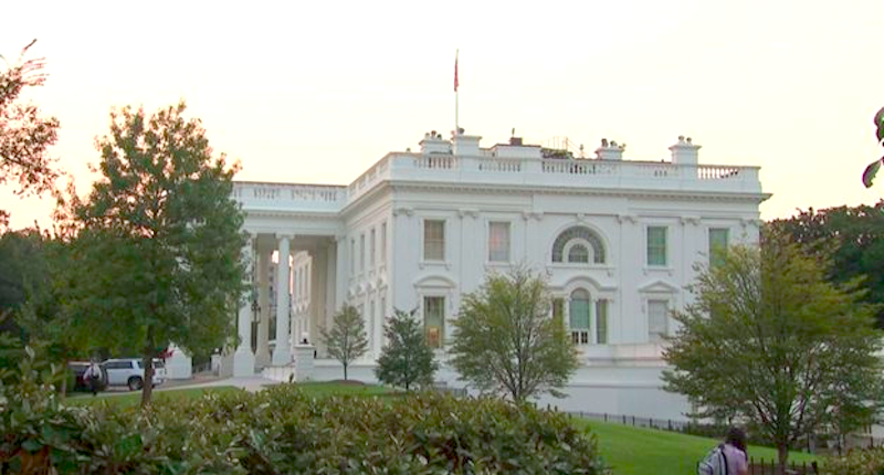 White House Flag Back At Full Staff Less Than 48 Hours After John Mccain S Death With Images House Flags