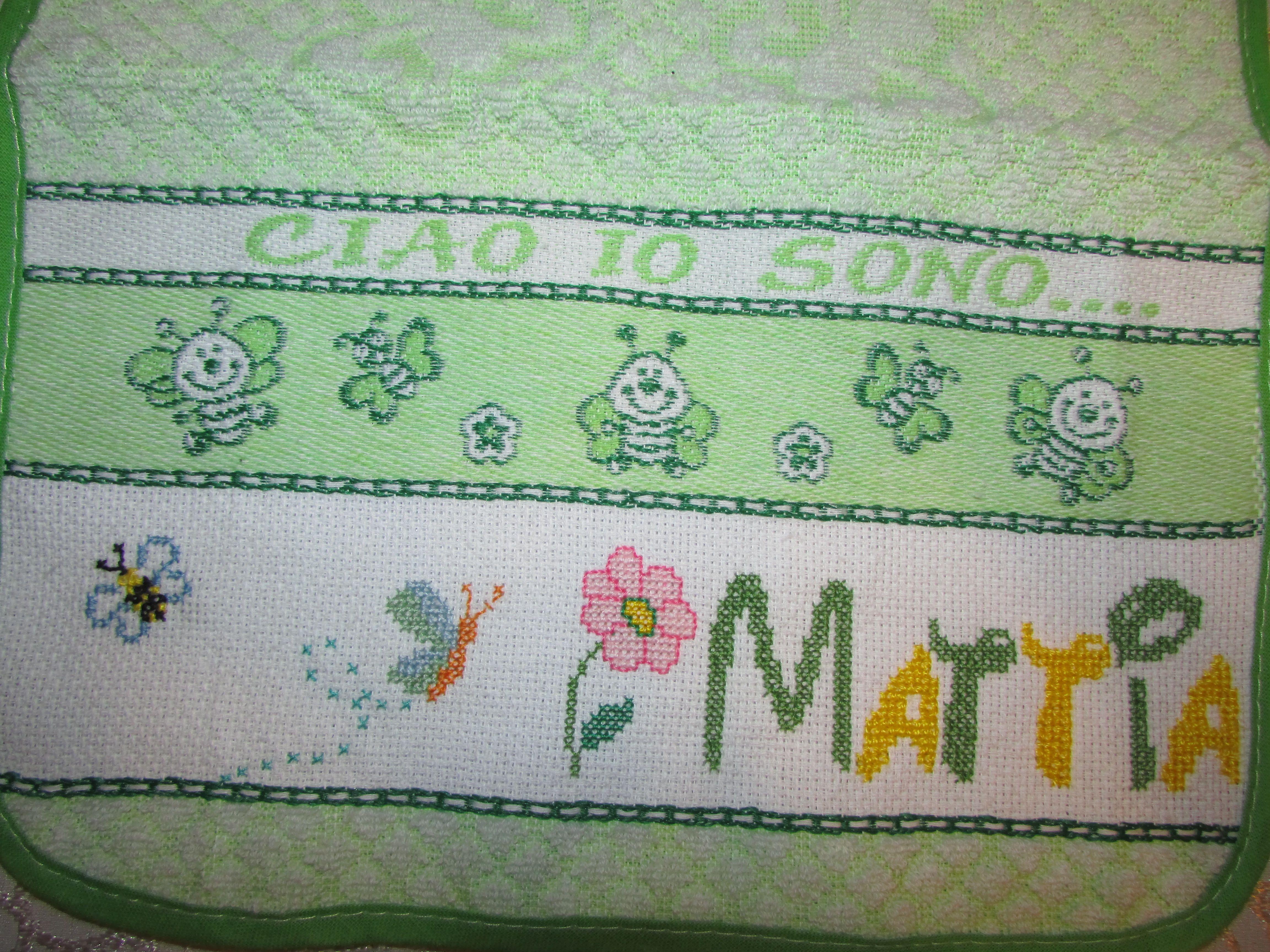 Punto croce nome mattia bimbo verde api alfabeto for Alfabeto disney a punto croce