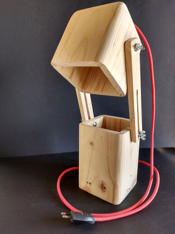 Extensible led desk lamp for recycled wooden pallets made by hand