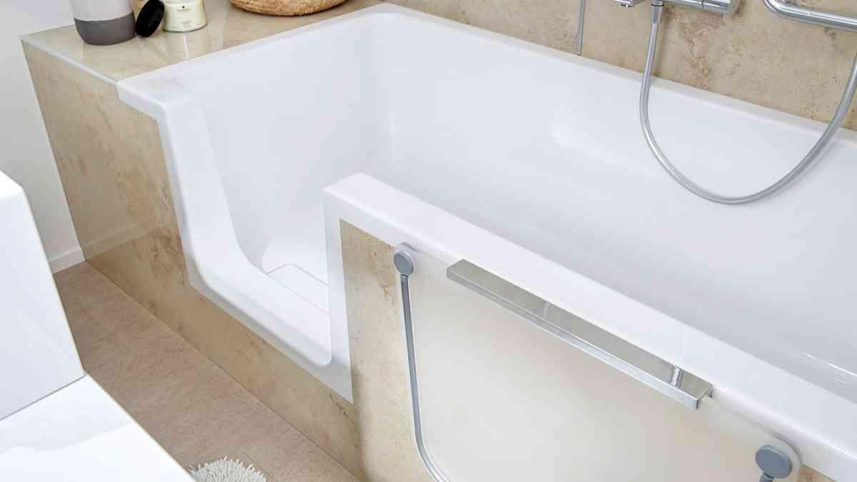 Ideen Furs Mini Bad Wie Ihr Ein Kleines Badezimmer Perfekt Nutzt In 2020 Bad Renovieren Kleines Bad Renovieren Kleines Bad Einrichten