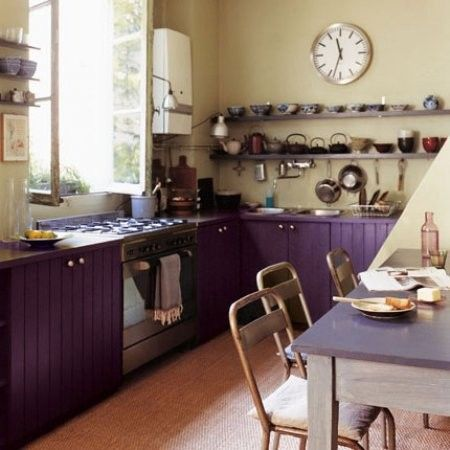 Kuchnia W Stylu Retro Kuchnia Retro Wnetrza Aranzacje Metamorfozy Galerie Wnetrz E Mieszkan Purple Kitchen Cabinets Retro Kitchen Kitchen Cabinet Colors