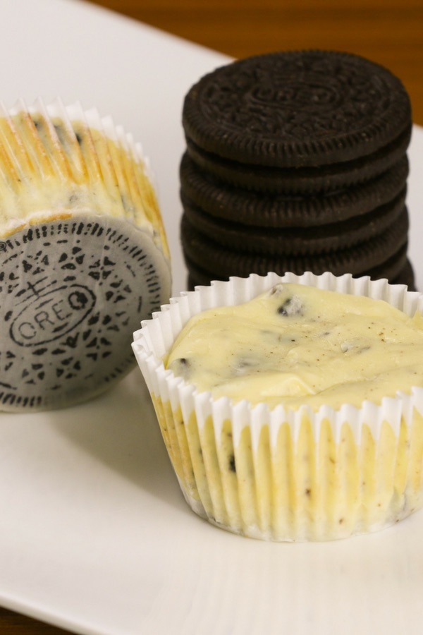 Mini Oreo Cheesecake Cupcakes So Delicious And Super Easy To Make With Only 6 Simple Ingredients In 2020 Mini Cheesecakes Easy Savoury Cake Easy Cheesecake Recipes