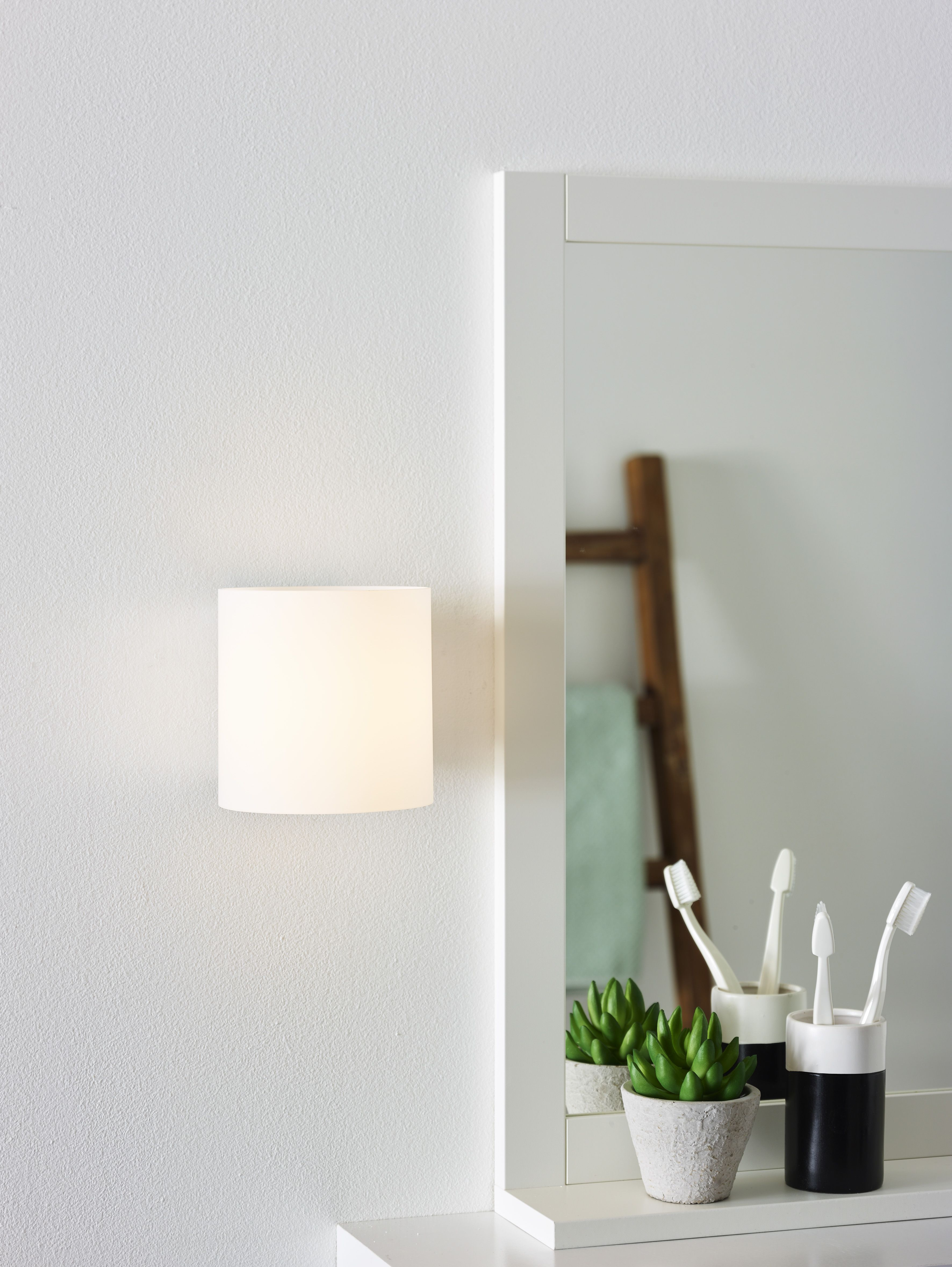 A Mirror Lamp That Provides A Beautiful Light And Some Dynamics In
