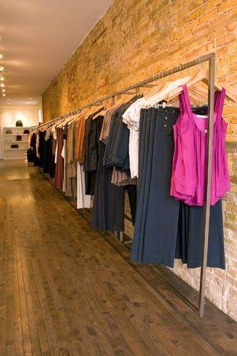 623ac2c2f Del Carmen by Sarruc  Como montar uma loja de roupa feminina - Decoração de  lojas de roupa feminina -