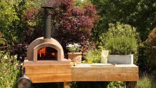 Barbecue fixe fonctionnel et esthétique dans le jardin moderne Gardens - plan de travail pour barbecue exterieur