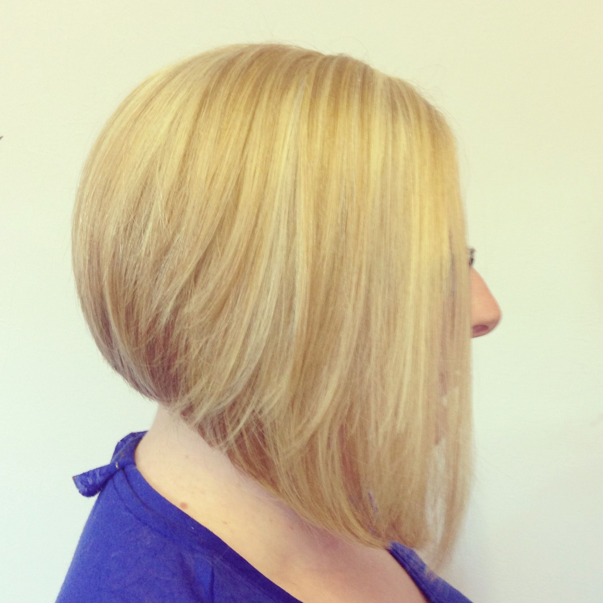 Graduated Bob Blonde Highlights Short Hair Cut Colour