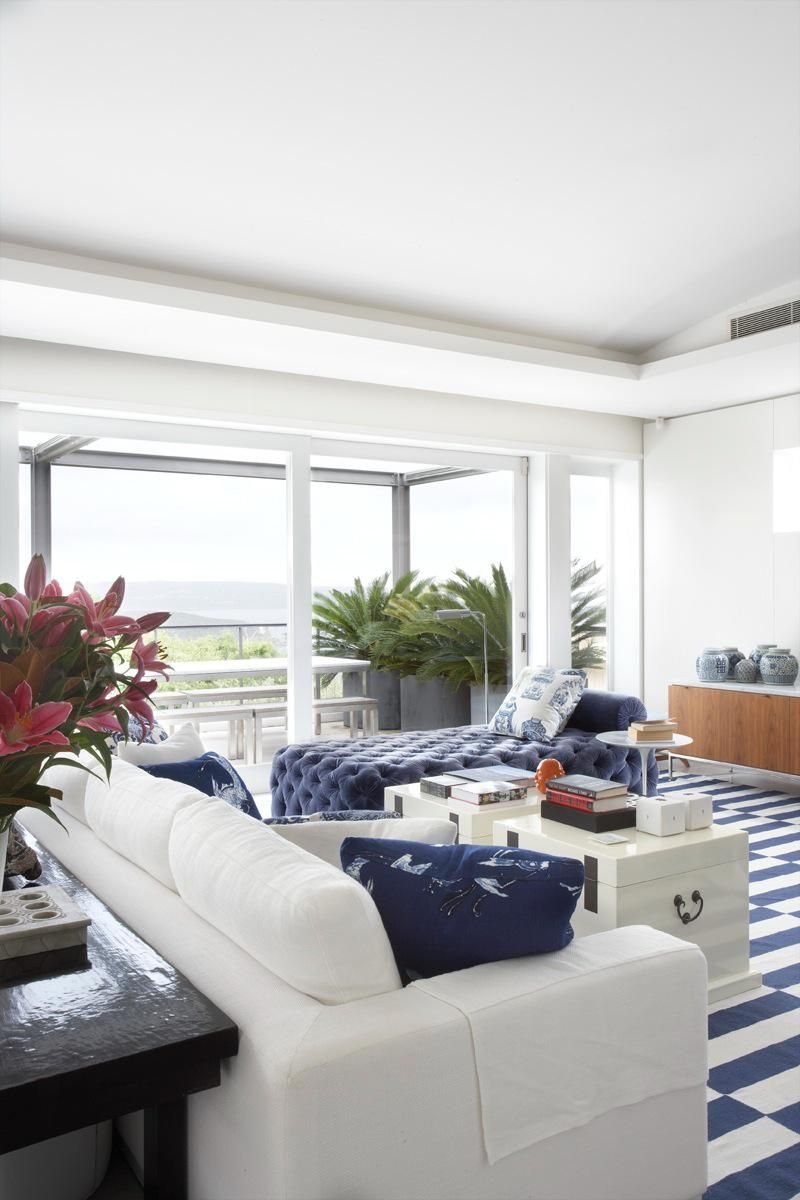 hamptons blue and white modern beach house living room coastal