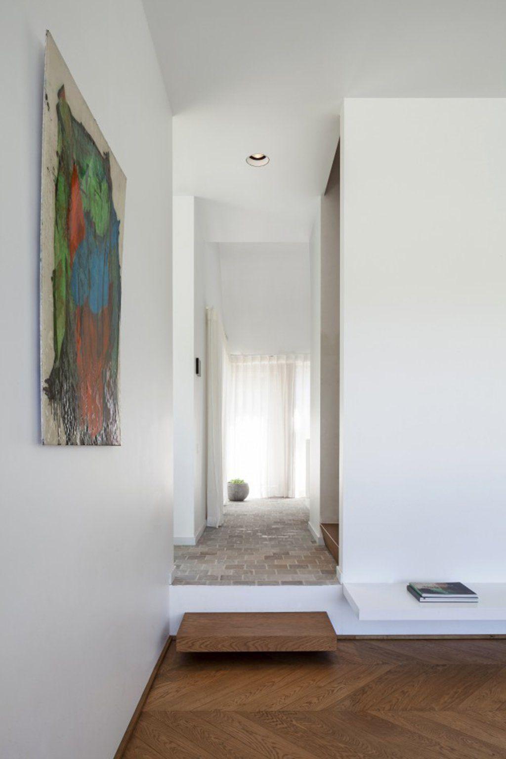 Een minimalistische woning, midden in de natuur, waar je heerlijk tot rust kan komen en altijd een vakantiegevoel hebt.Hier heeft iedereen - zo nu en dan - toc