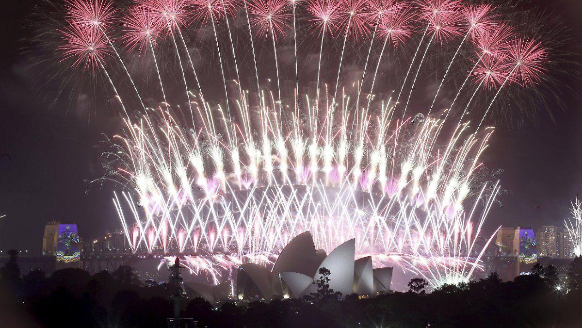 Hunderttausende Protestieren Gegen Sydneys Megaparty In 2020 New Years Eve Fireworks New Year Fireworks Celebration Around The World