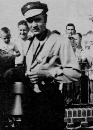 Elvis at his home in Memphis in october 1956 with fans.