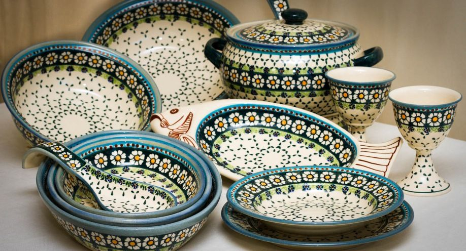 The Company Zaklady Ceramiczne Boleslawiec Sp Z O O Is One Of The Largest Manufacturers Of Hand Craf With Images Polish Pottery Handmade Polish Polish Pottery Patterns