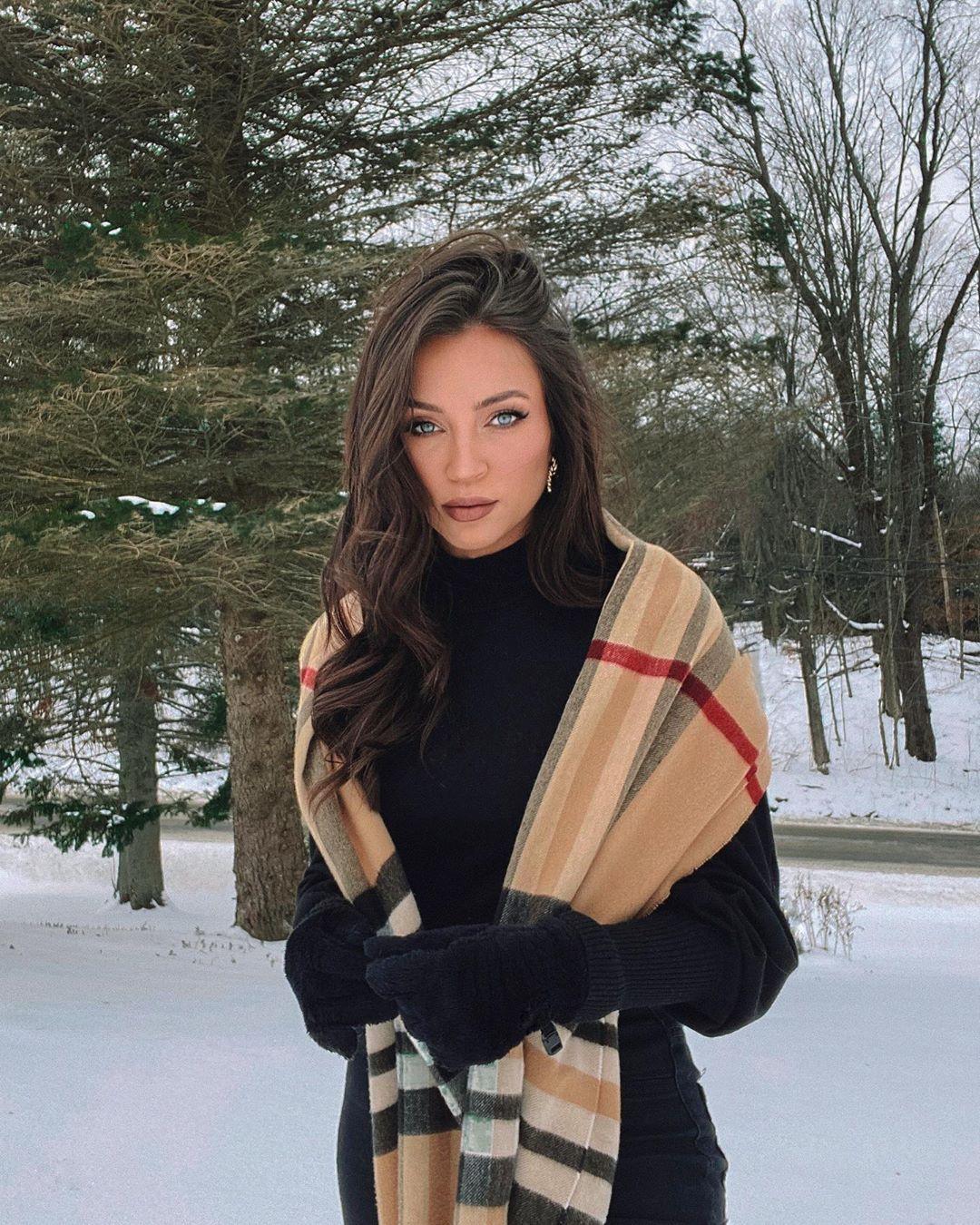 Stephanie Ledda on Instagram: New hair. New Video. 💇🏻🎥 It