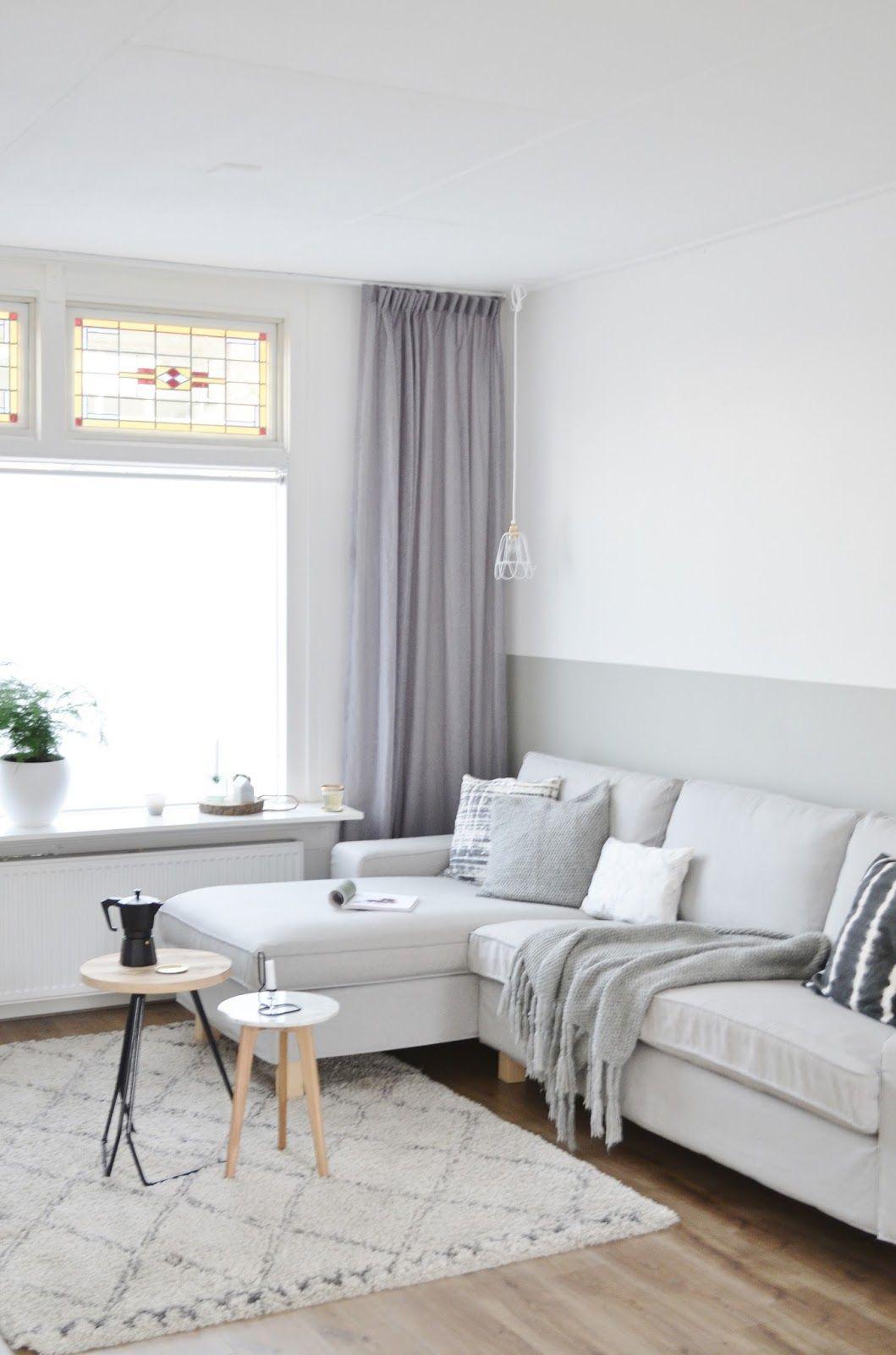 Grijze woonkamer met hoekbank en twee bijzettafeltjes | Huis ...