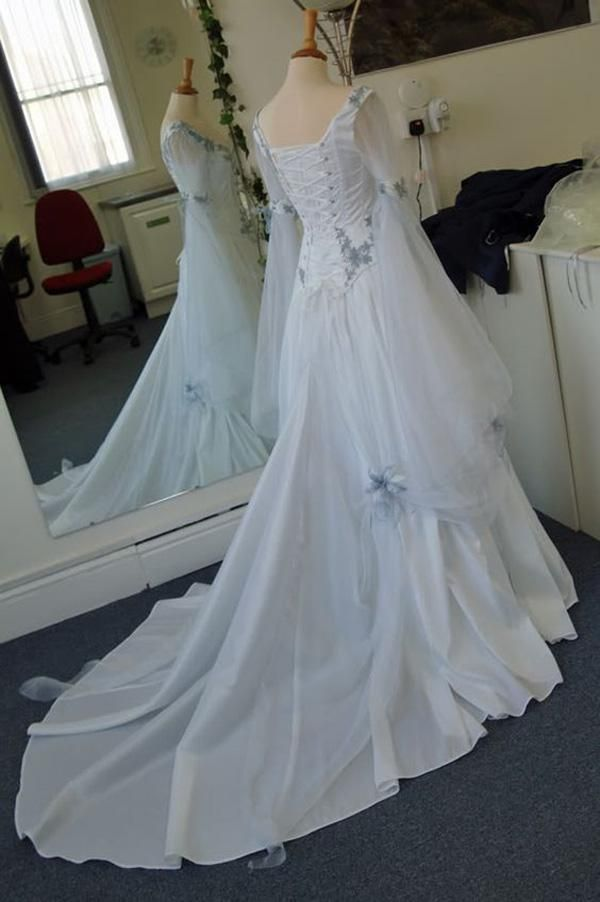 Discount Vintage Celtic Wedding Dresses White And Pale Blue Colorful ...