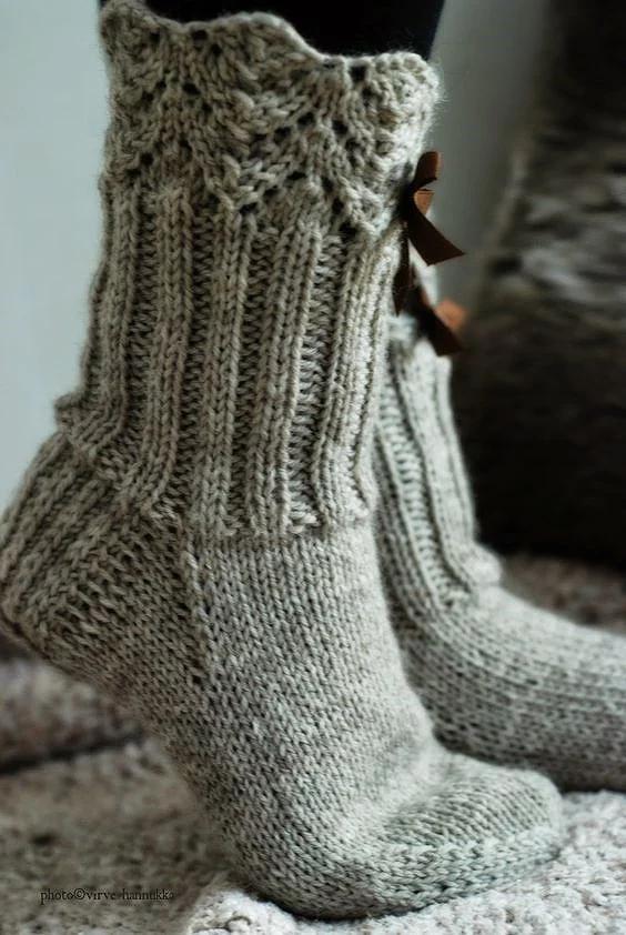 369 sockor med spetsbåge   RosaKattens   Virka hundtröja