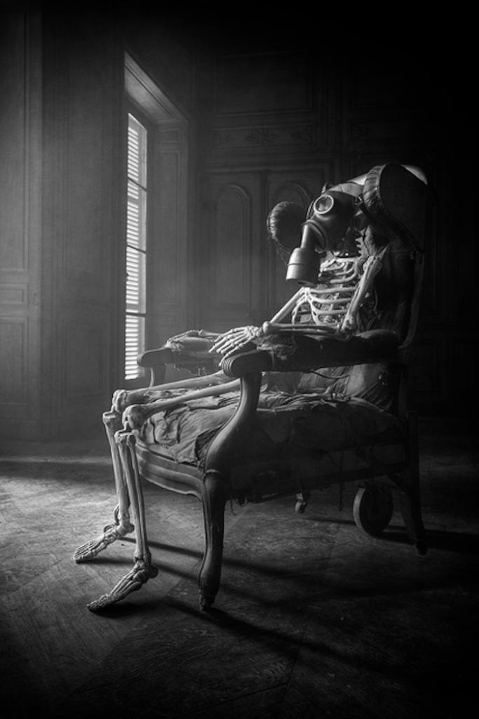 Eerie   Creepy   Surreal   Uncanny   Strange   Macabre   不気味   Mystérieux   Strano  