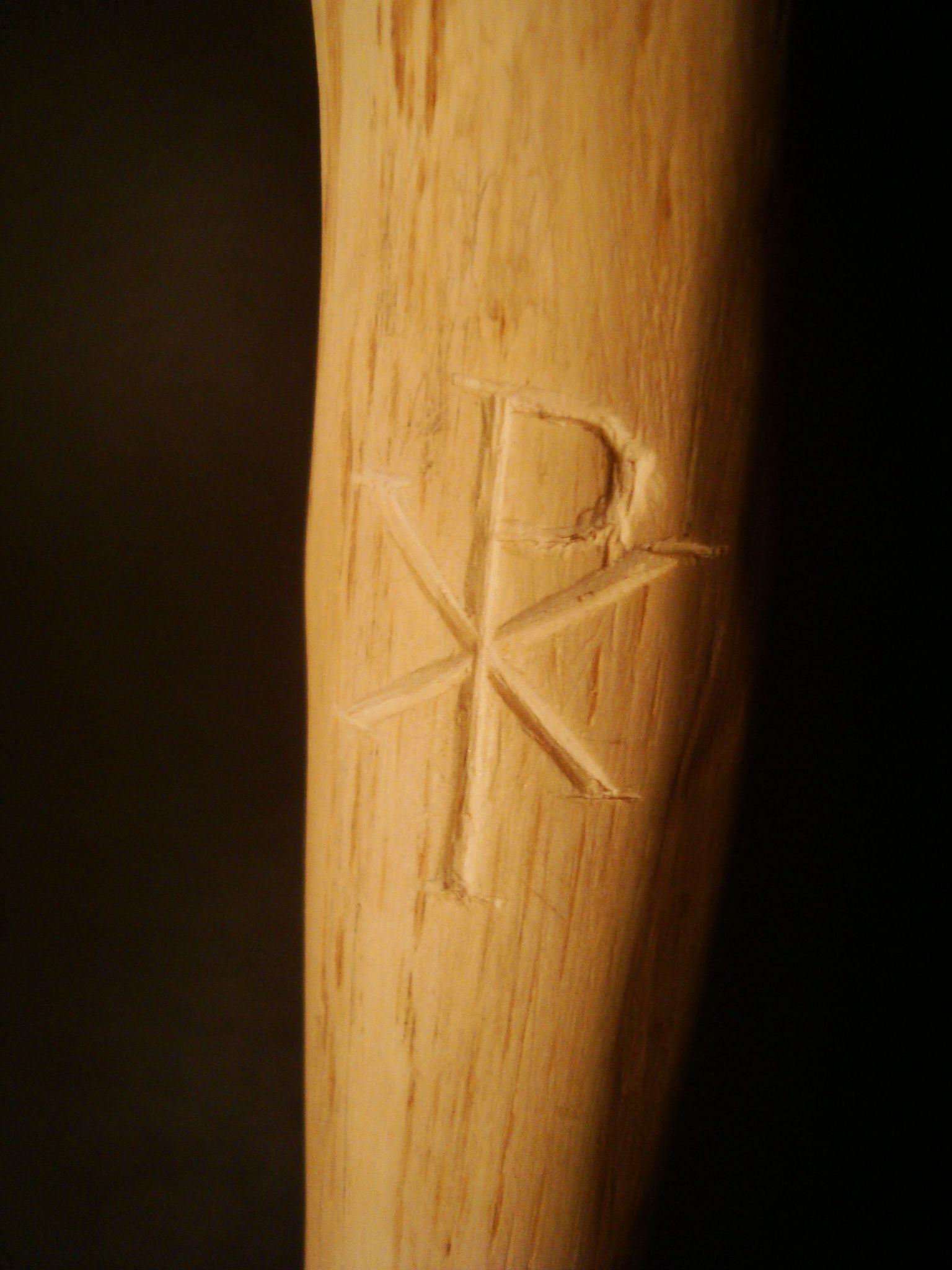 Eingeschnitztes Christus-Monogramm in meinem mittelalterlichen Wanderstab --- walking staff with carved monogram of Christ