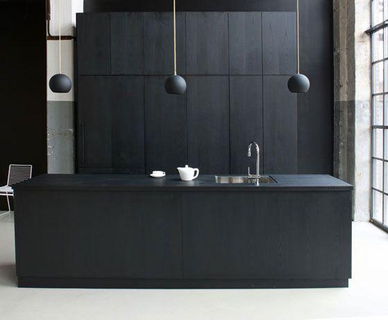 black kitchen barefootstyling.com