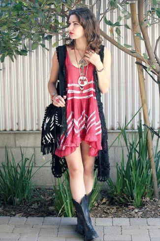 f2cdfef2c93 unos zapatos de vestir con un vestido rojo (230 looks de moda ...