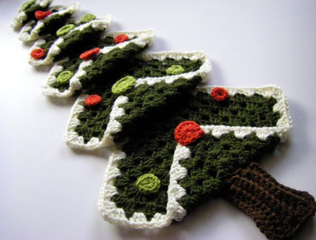 Crochet Granny Square Christmas Tree - Tutorial. FROM: Sew Simple ...