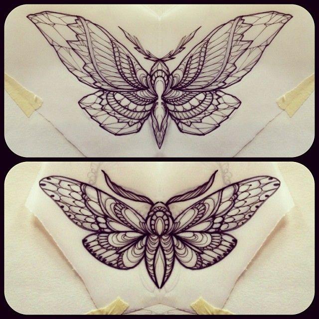 Tattoo Idee Unterbrust Tattoo Motten Tattoo Schwarze Und Graue Tattoos