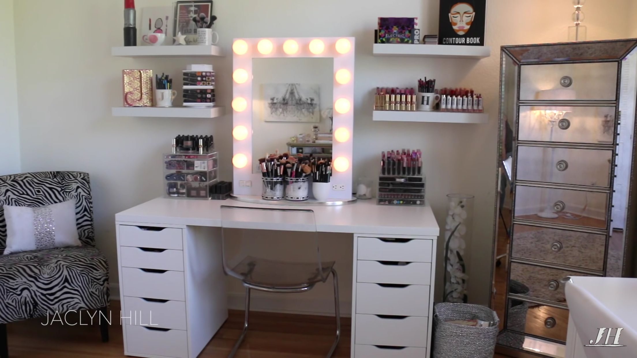 Jaclyn Hill's vanity White vanity desk, White vanity set