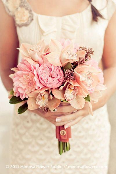Bouquet de mariee pastel corail rose pale poudre peche orange clair orchidees pivoines et - Bouquet mariee orchidee ...