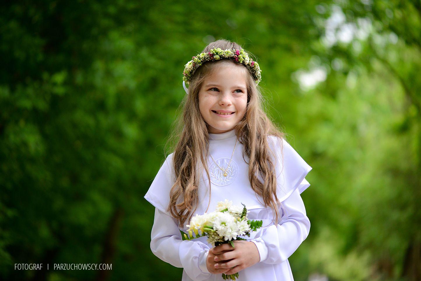 Zdjecia Komunijne W Plenerze Sesja Komunijna Flower Girl Dresses Wedding Dresses Flower Girl