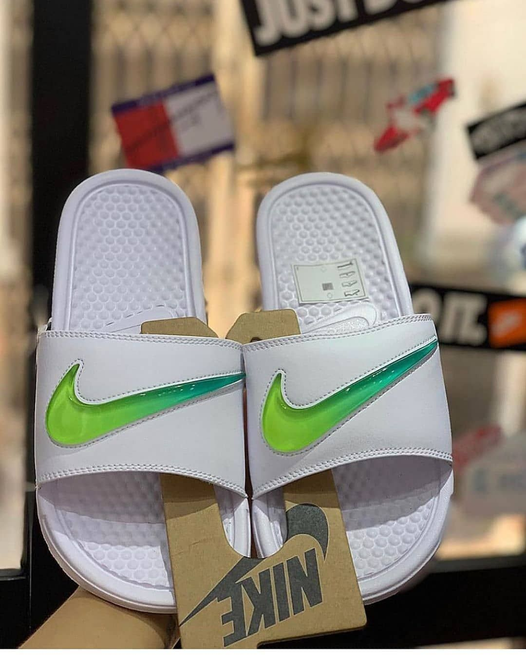 juego caliente graduado  Nike Benassi Jelly Swoosh Available at 15k Nationwide Delivery Service  Comes with Complete Nike Benassi Jelly Swoosh Available… | Nike benassi,  Nike, Nike slides