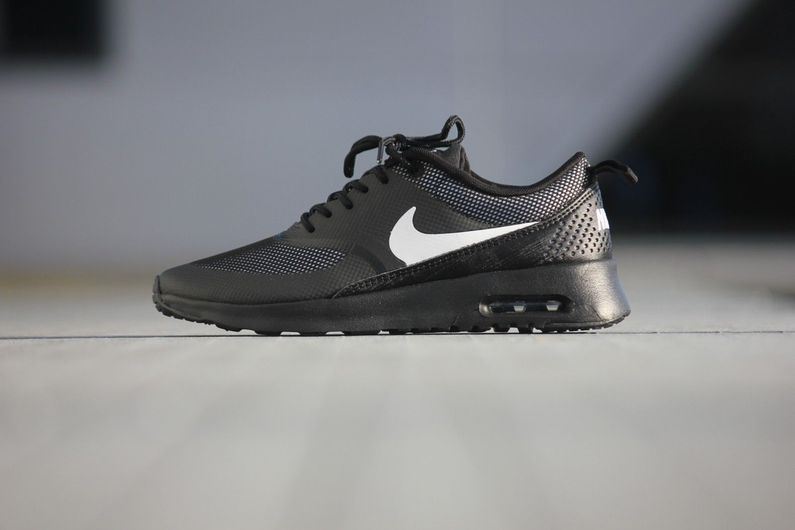 Nike Wmns Air Max Thea Black/ White - 599409-017