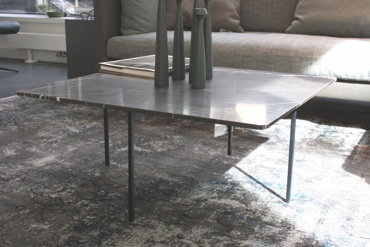 Beistelltisch Sting Von Cor Die Tischplatte Aus Stein Grafite Brown Patinato Ruht Auf Einem Filigranen Metallgestell Couc Couchtisch Tisch Home Decor