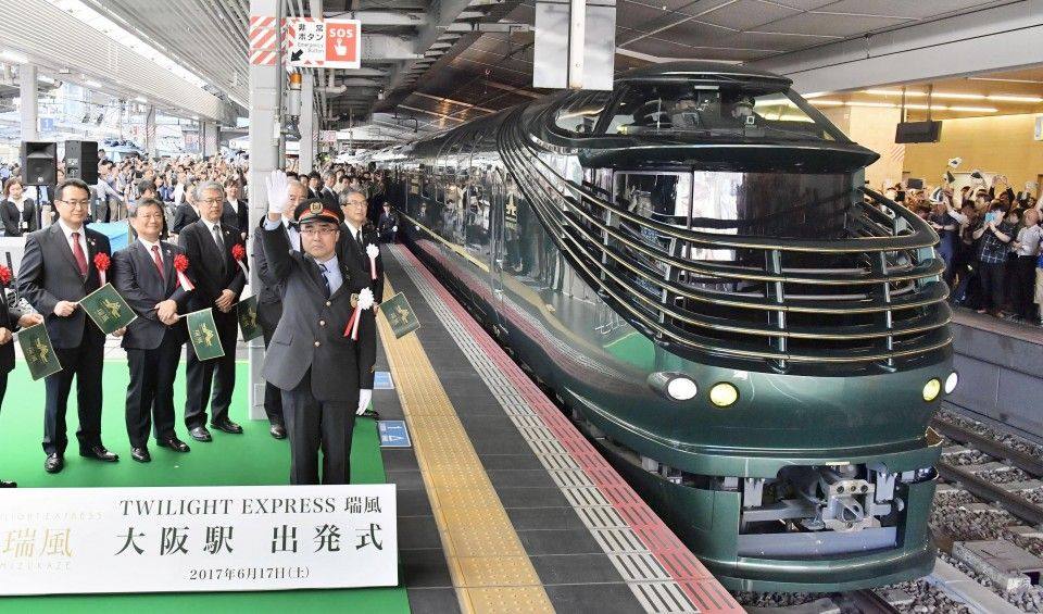 New Sleeper Train Twilight Express Mizukaze Debuts In Japan Train Train Service Japan