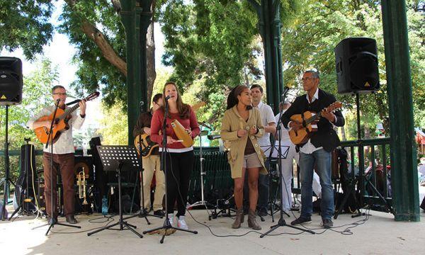 Concert de Luna Y Su Banda au Parc Montsouris dimanche dernier. Un concert dans un esprit convivial et ouvert à tous. Avec des vrais musiciens et danseurs !!!!