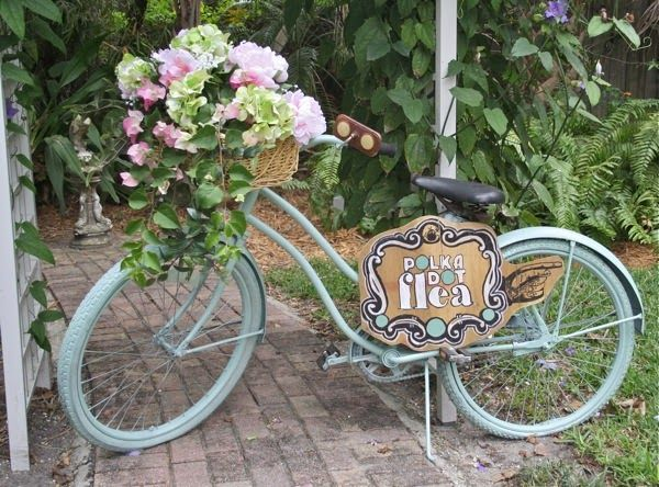 The Polka Dot Closet: Painting A Vintage Bike