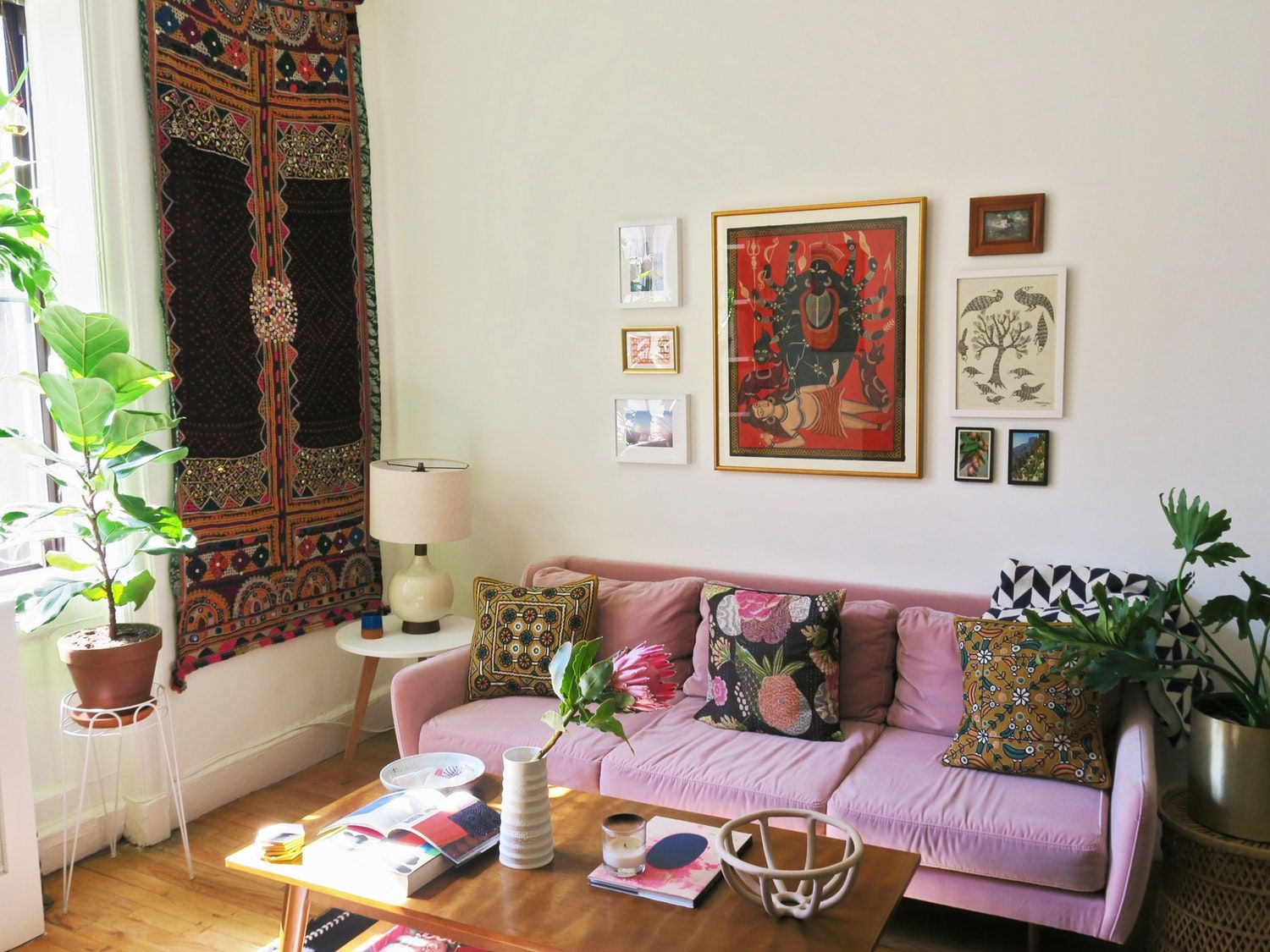 A Cozy Nyc Fifth Floor Walk Up Is Full Of Indian Handicrafts