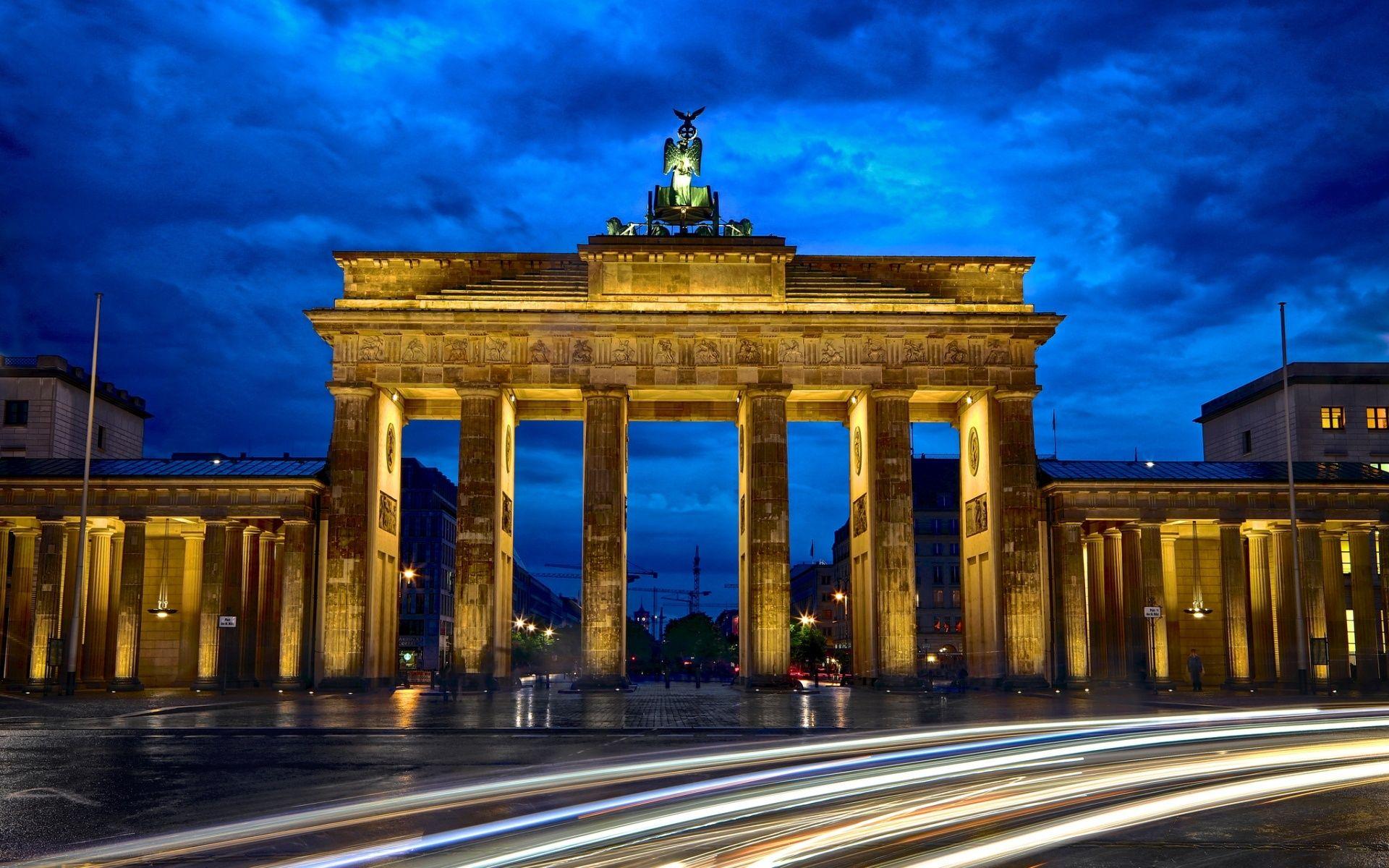 Brandenburg Gate Berlin With Images Brandenburg Gate City Wallpaper Brandenburg