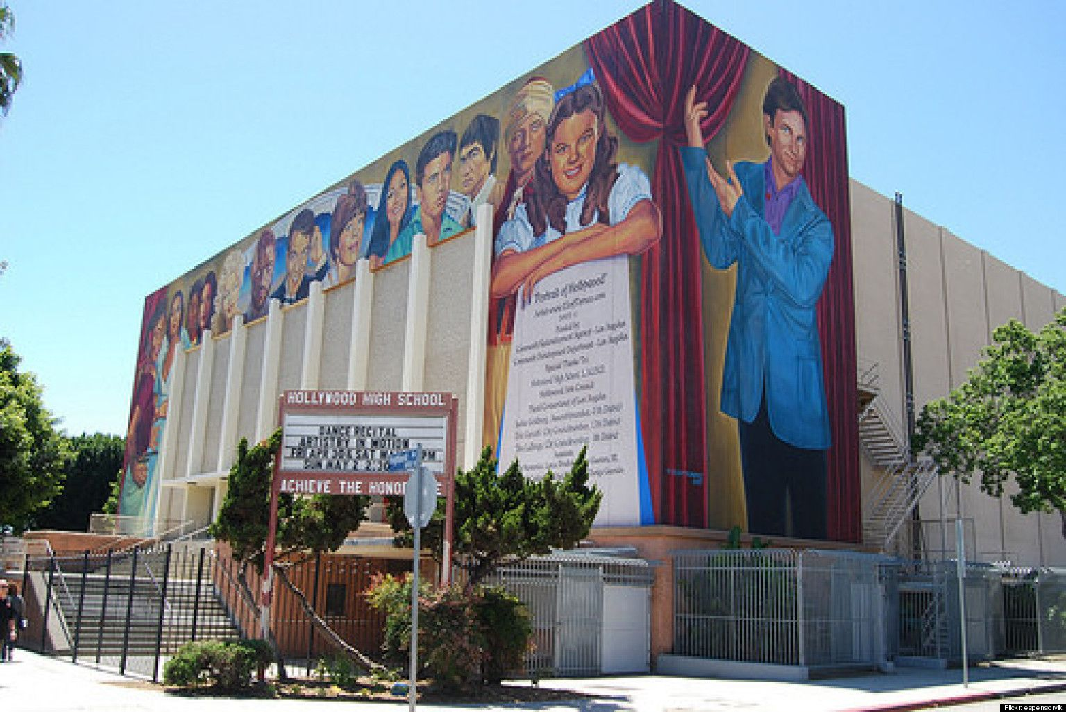 Hollywood High School Honors Major Celebrity Alum Hollywood High School School Murals High School Dropouts