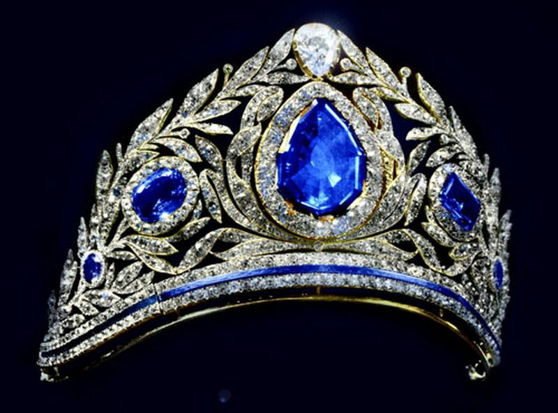 Another diamond and sapphire tiara from the 1925 line up, a massive wreath tiara, with laurel leaves and other foliage supporting some very large sapphires.