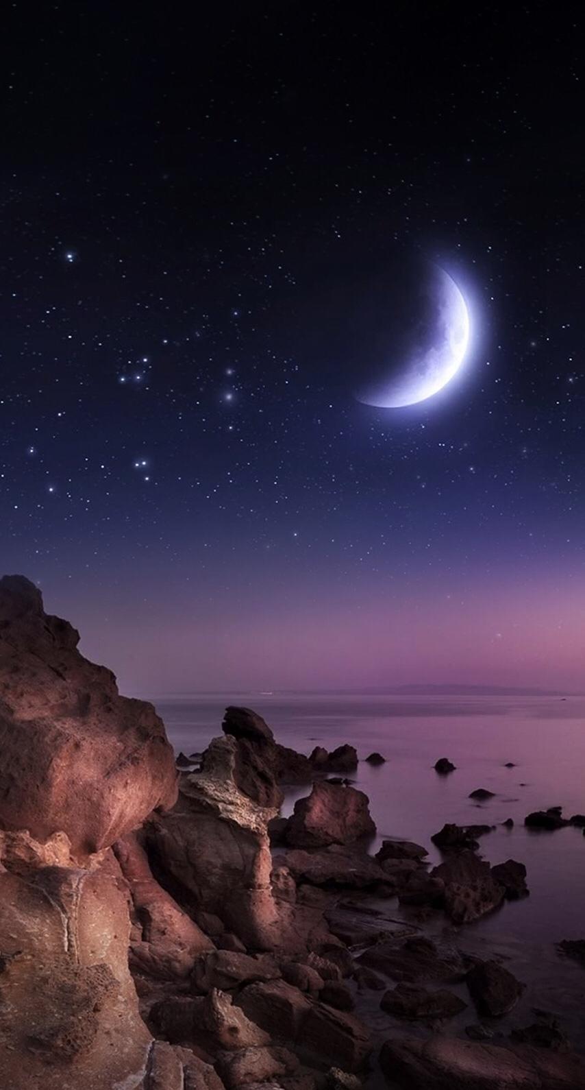 كل شيء في هذه الدنيا إما أن تتركه أو يتركك إلا الله إن أقبلت عليه أغناك وإن تركته ناداك صلاة الفجر أحبتنا Good Night Moon Beautiful Moon Pictures